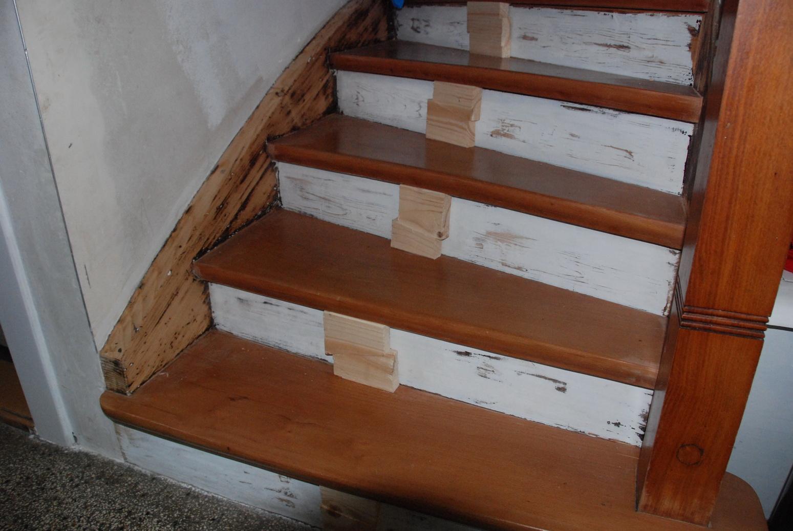 holztreppe lackieren holztreppe renovieren treppe. Black Bedroom Furniture Sets. Home Design Ideas